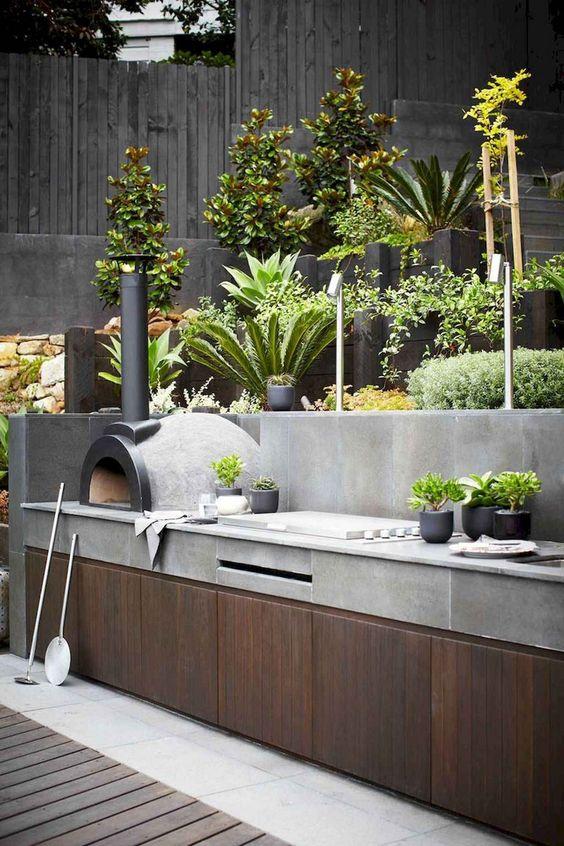Backyard Kitchen Ideas: Solid Outdoor Kitchen