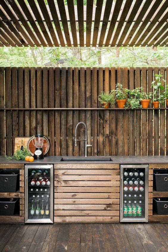 Backyard Kitchen Ideas: Earthy Kitchen