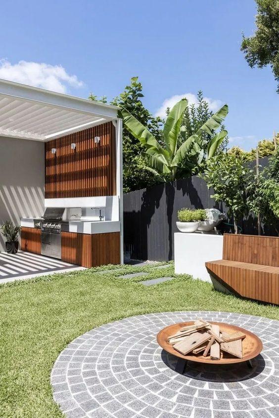 Backyard Kitchen Ideas: Brightly Shining Kitchen