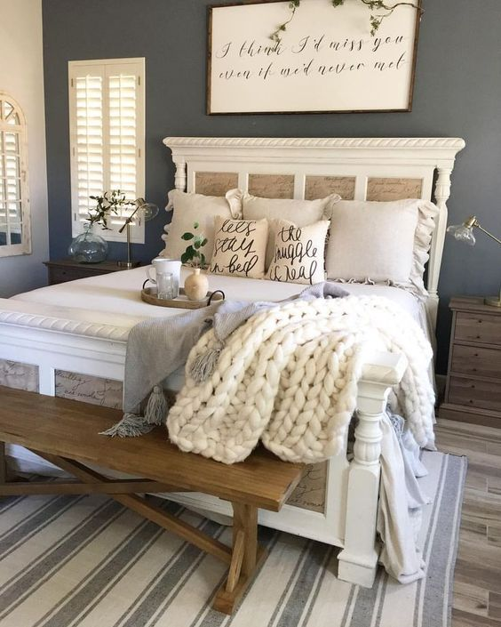 Farmhouse Bedroom Ideas: Elegant Looking Bedroom