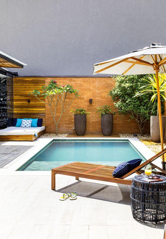 Swimming Pool Backyard Ideas: Calming Earthy Look