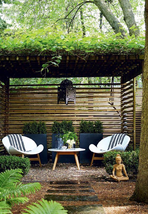 Backyard Patio Ideas: Textured Gravel Patio