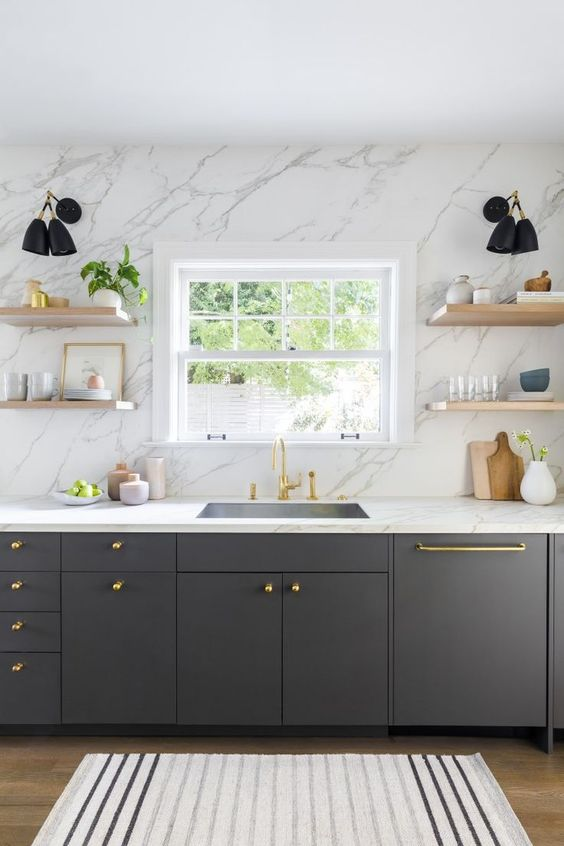 Kitchen Backsplash Ideas: Elegant Marble Backsplash