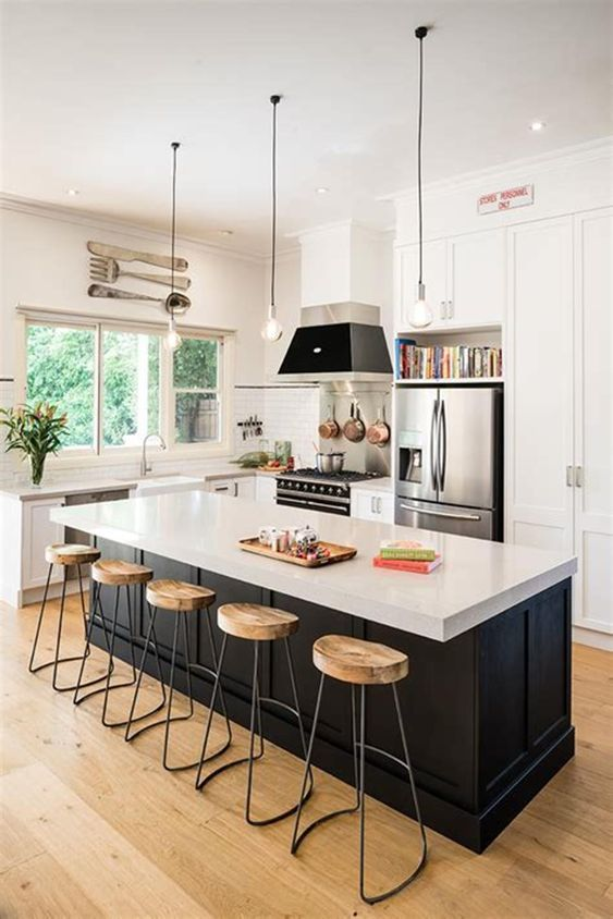 Kitchen Island Ideas: Stunning Black and White