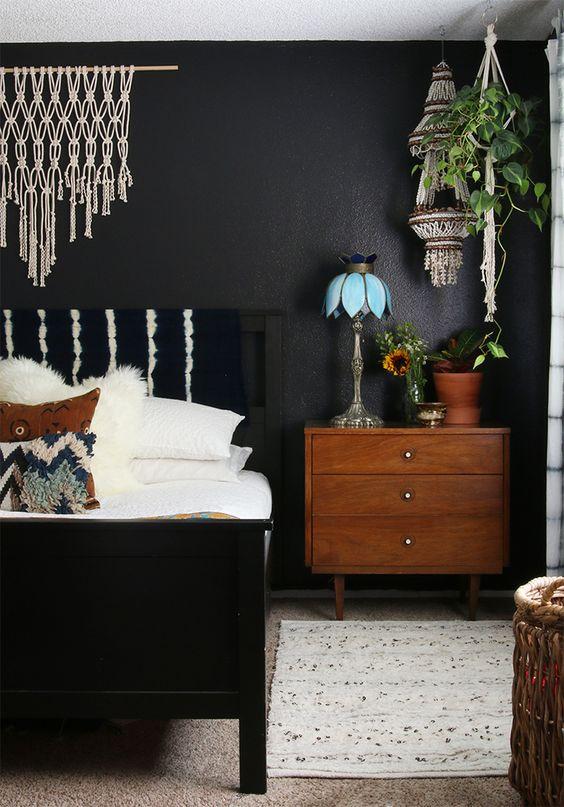 Dark Bedroom Ideas: Stylish Vintage Look