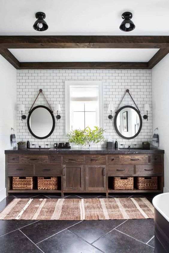 Farmhouse Bathroom Ideas: Chic Modern Bathroom