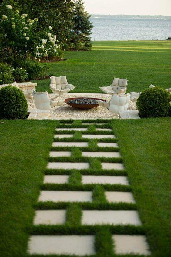 Backyard Sitting Area Ideas: Lovely White Area