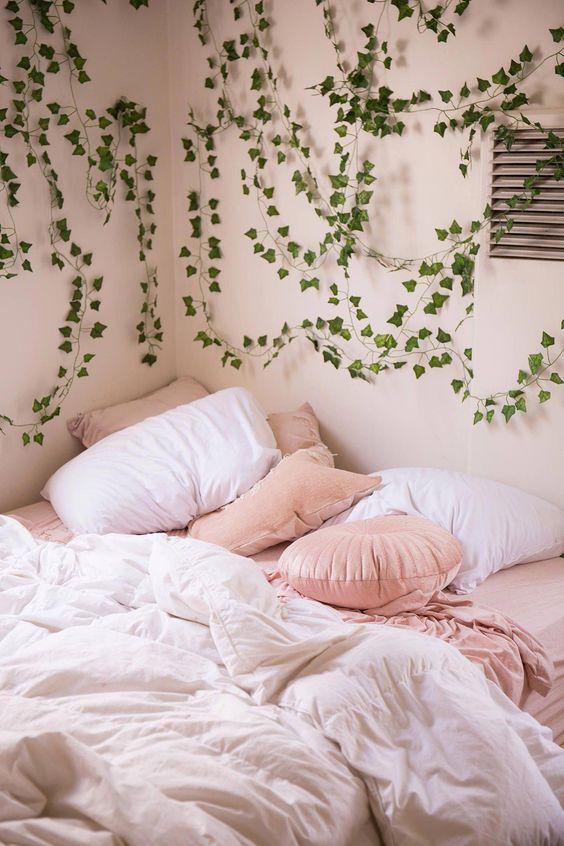 Cozy Bedroom Ideas: Decorative Fluffy Bed