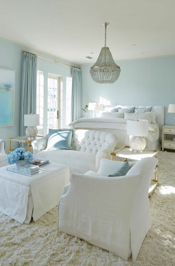 Beach Bedroom Ideas: Spacious Pastel Bedroom